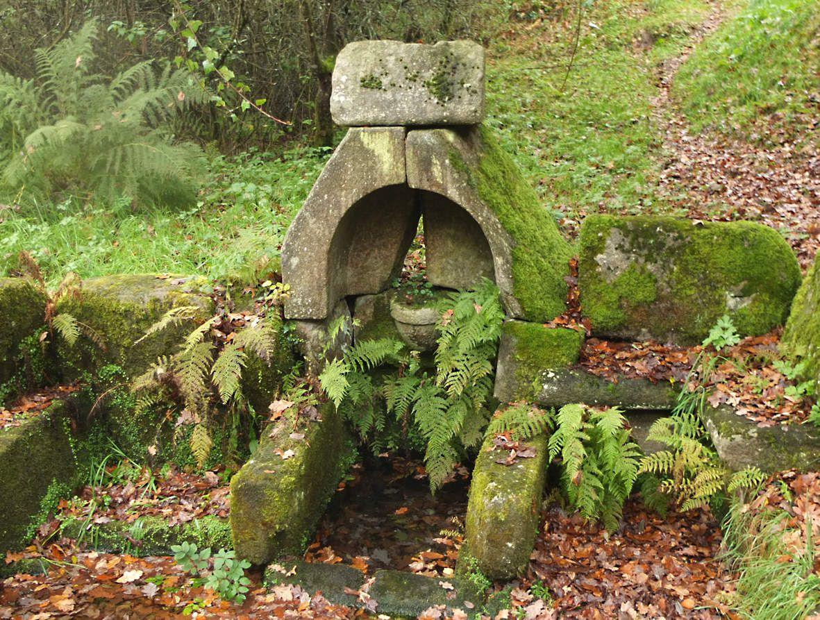 PLOUNERIN : Fontaine Saint-Jean du Rechou détail
