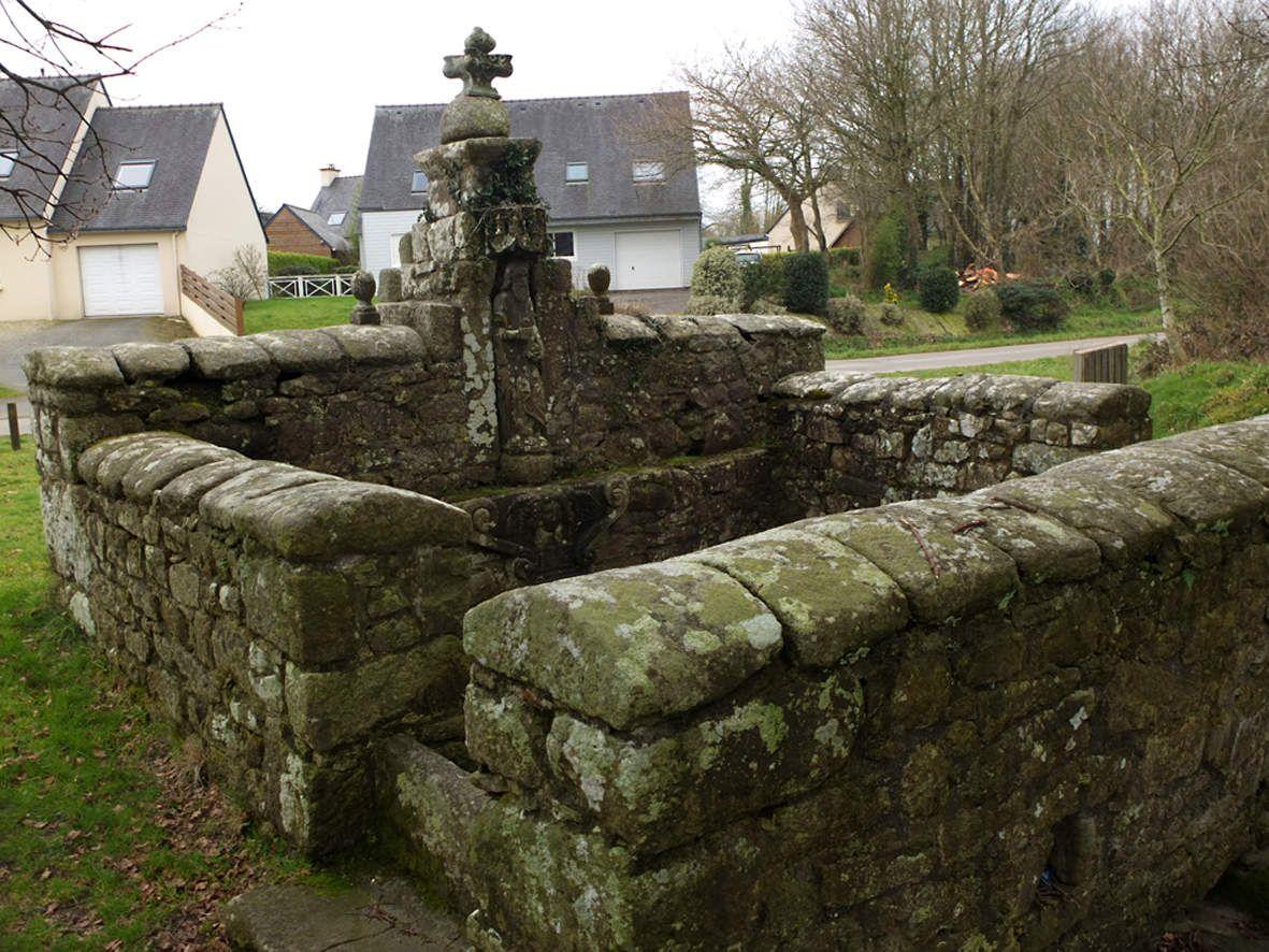 TREMAOUEZAN : Fontaine Saint-Jean-Baptiste