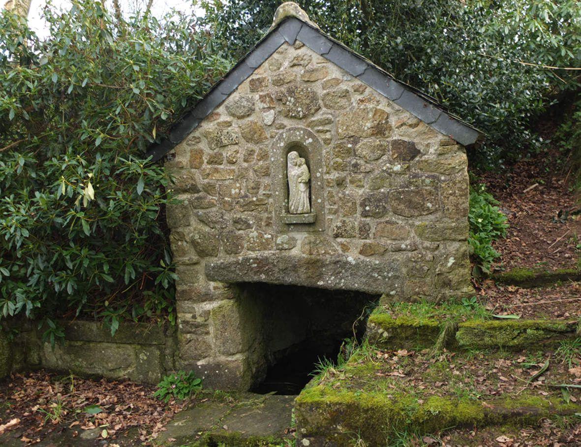 PLOUDANIEL : Fontaine de Releac'h