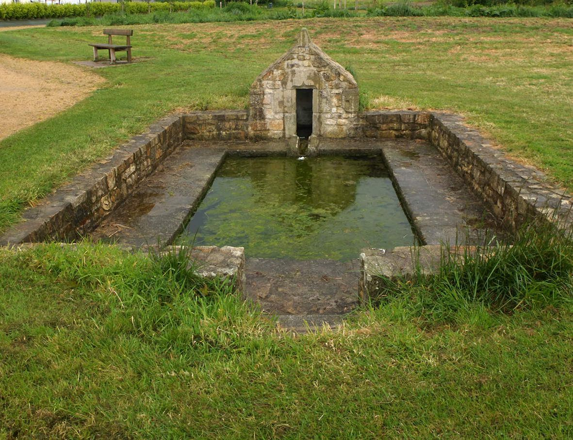 MESPAUL : Fontaine et lavoir de l'Allée verte
