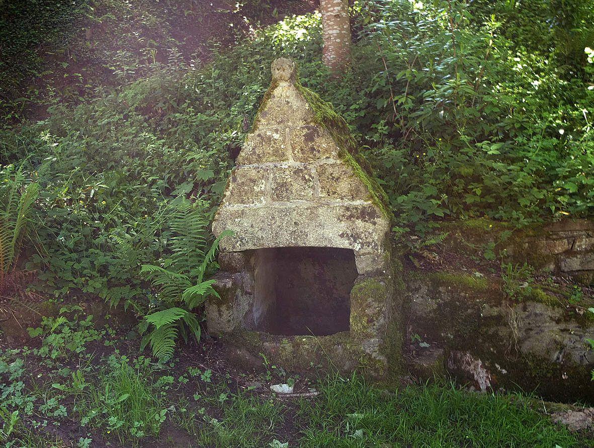 LOC-ENVEL : Fontaine Saint-Envel