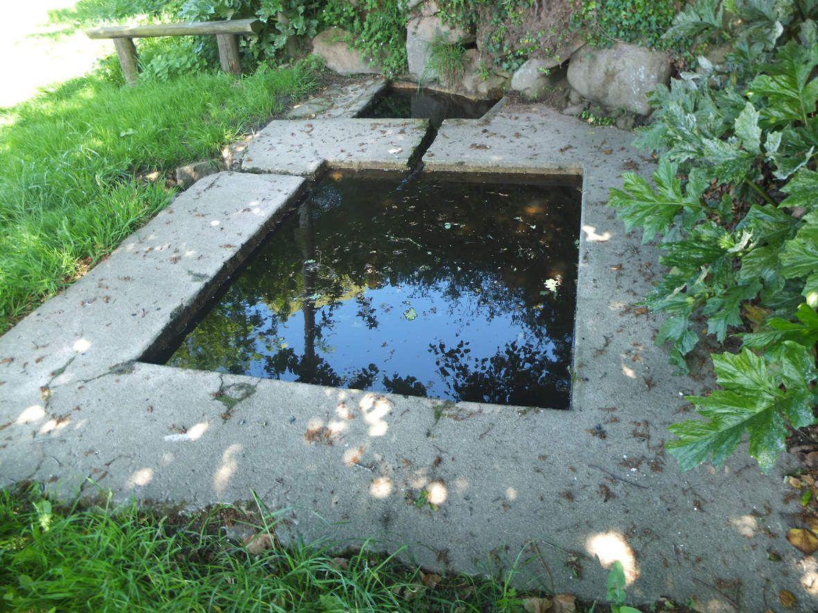 Trévou-Tréguignec : Fontaine et lavoir de Min Guen