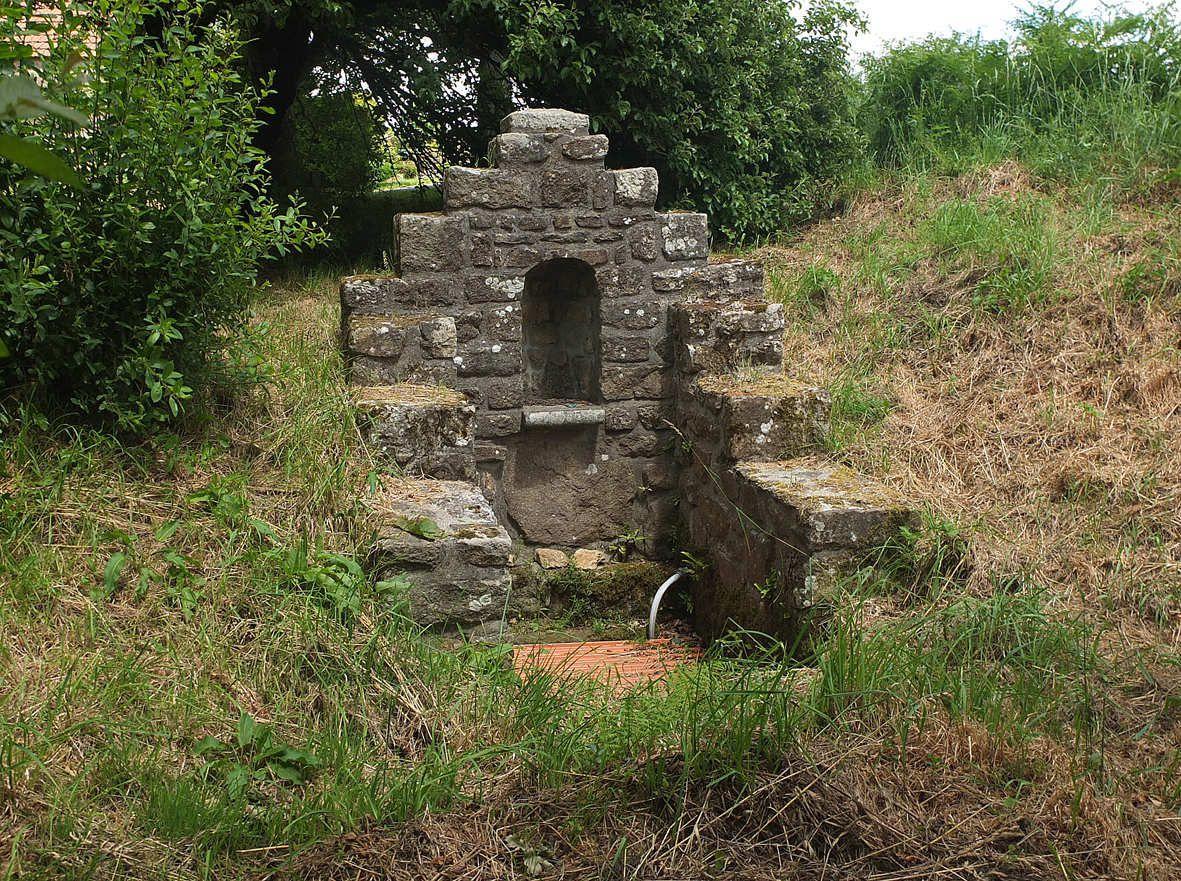 PLOUDANIEL : Fontaine de Guévroc
