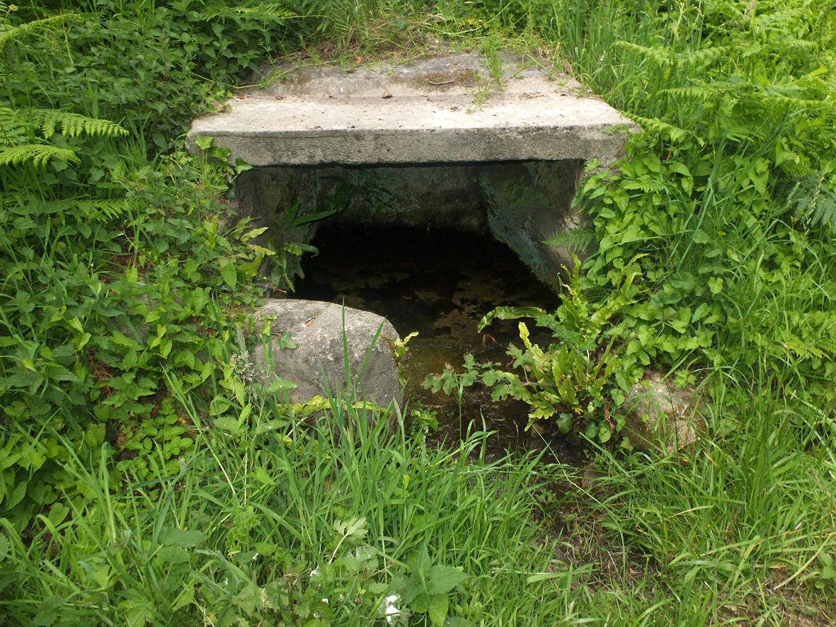 CLEDER : Fontaine de Port Neuf