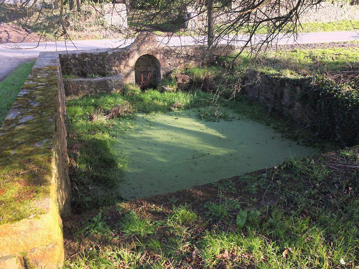Fontaine et lavoir de Mesgouez