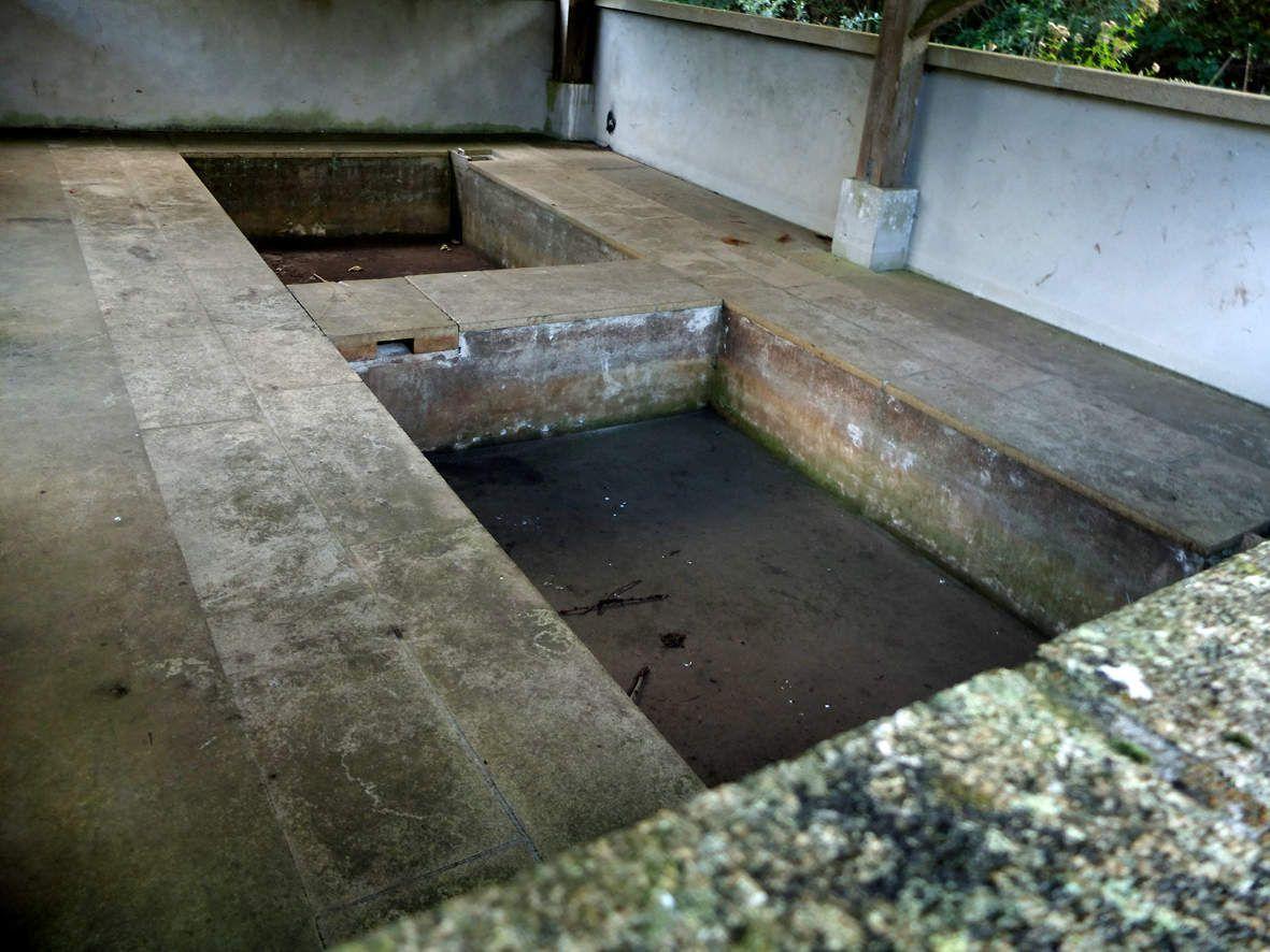 GUERLESQUIN: Lavoir d'Hanternoz (intérieur)