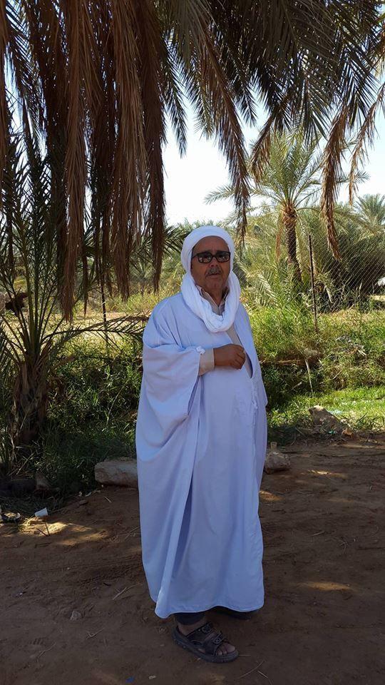La fatiha sur les lieux du  site du mausolée de Sidi ben saci , suivi du  déjeuner offert aux  invités venus des quatre coins du pays . On peut remarquer parmi les invités nos amis hadj Ali Ferhat et hadj Tennoum qui sont sortis ravis de cette ziara .- ( Auteur de ces lignes notre ami MBG que tous les lecteurs arrivent à identifier par ces seules initiales)