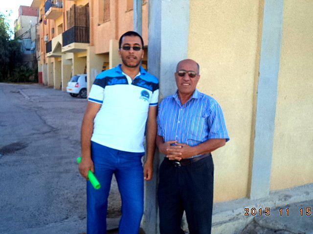 Salah Hogui surpris près de la cité où il habite en compagnie de son jeune proche parent
