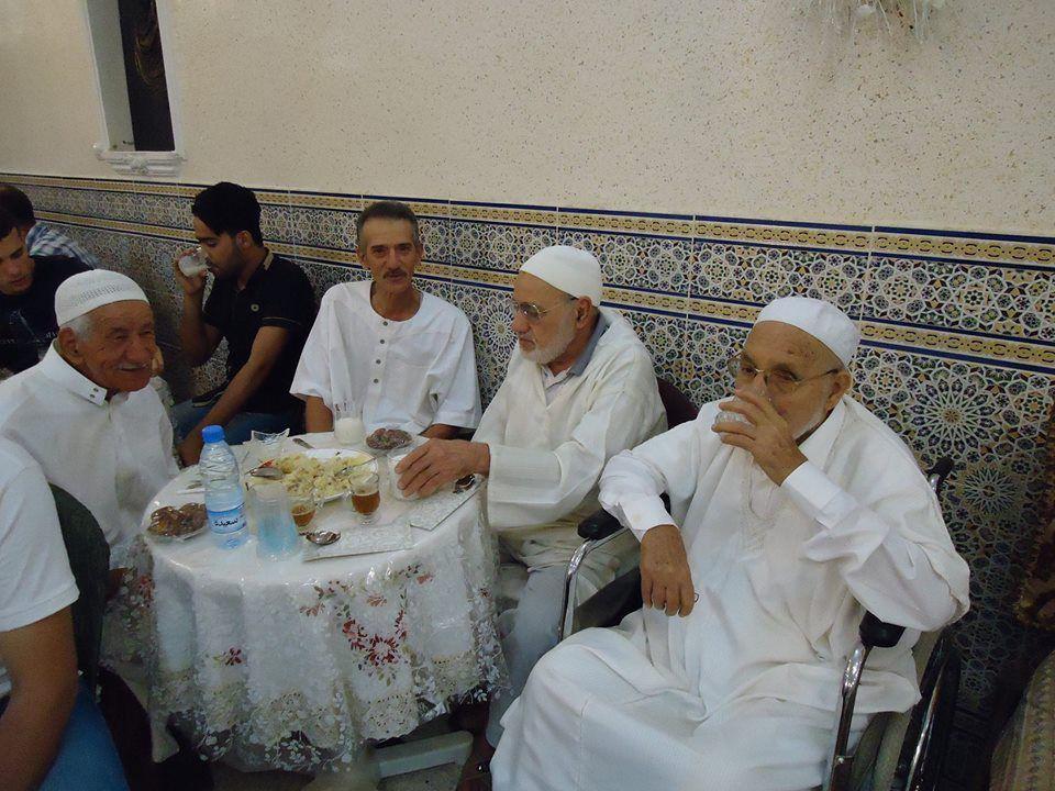 Une Fatiha dans la grande famille des BENAMAR . félicitations aux heureux époux et aux deux familles . Les photos sont du jeune Mohamed BENAMAR Ben Youcef Ben Belkacem