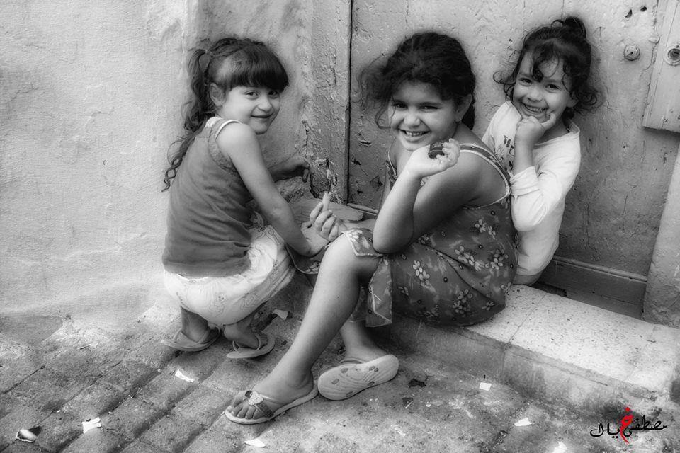 Merveilleux portraits de jeunes enfants photographiés par notre ami Mustapha Khyal . Ces photos portent la marque d'un être sensible , ce qui leur donne une âme qui parle à ceux qui savent écouter. Merci et Bravo si Mustapha!