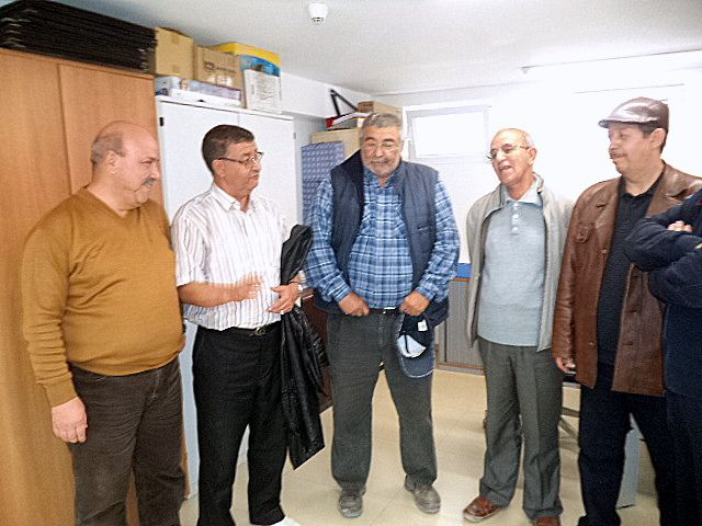 visite du centre de contrôle des éruptions de RED-MED: sur les photos figurent nos 2 invités Rachid et Tennoum en compagnie de Mohamed GHARES , chef du centre , les deux formateurs Hadj Belhadj ,et Assem ( de nationalité égyptienne) , Atallah Souffi et Maamar Kiboub
