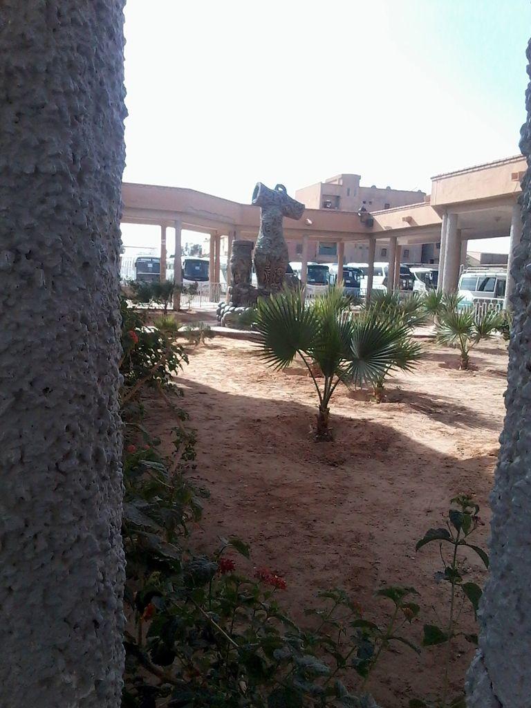 La gare routière de Hassi-Messaoud : Beaucoup de belles choses....