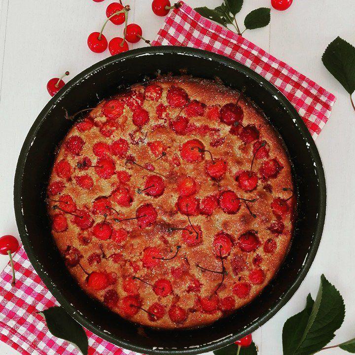 Le temps des cerises... Clafoutis#gâteau#griottes#instafood#recette#faitmaison#gourmandise#délice#cerises#griottesdujardin#cherry#miam#dessert#viesaine#soleil#