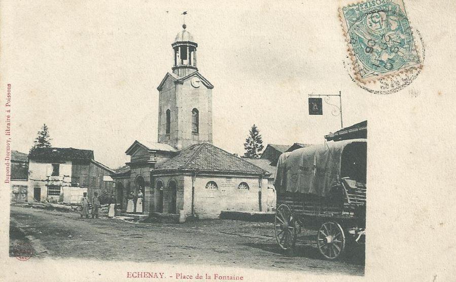 Le centre du village, l'épicerie et son chariot de livraison