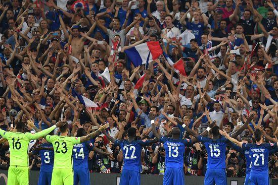La France bat la Mannschaft 2-0 &amp&#x3B; sera en finale contre le Portugal dim.10-07-2016