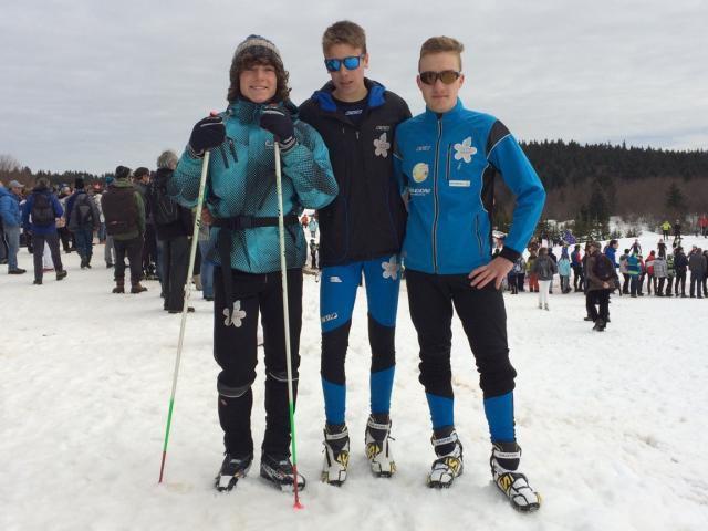 Lyes, Félix et Max posent à la Féclaz après le skiathlon U18.