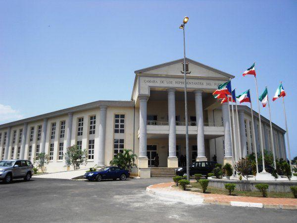 Guinee Equatoriale (palais du  peuple)