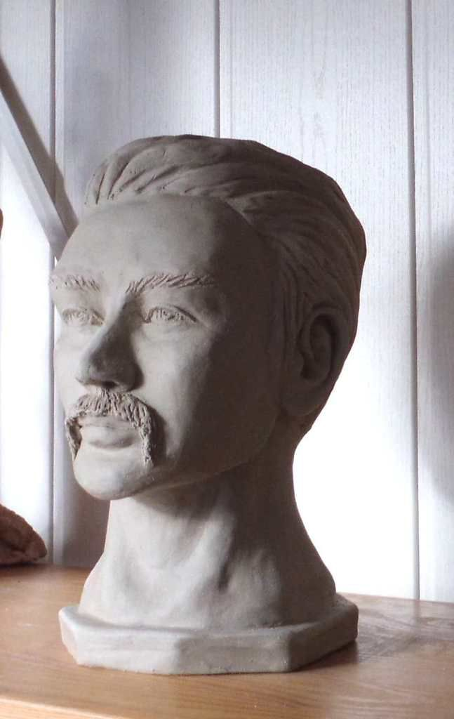 Sculpture &quot&#x3B;homme à moustaches&quot&#x3B;