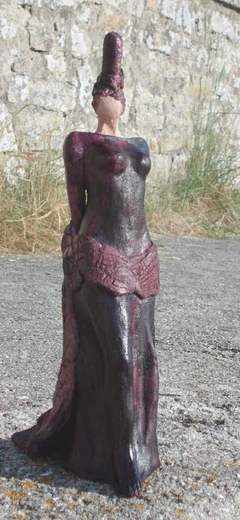Lilitte . Terre rosée patinée gomme laque et pigments