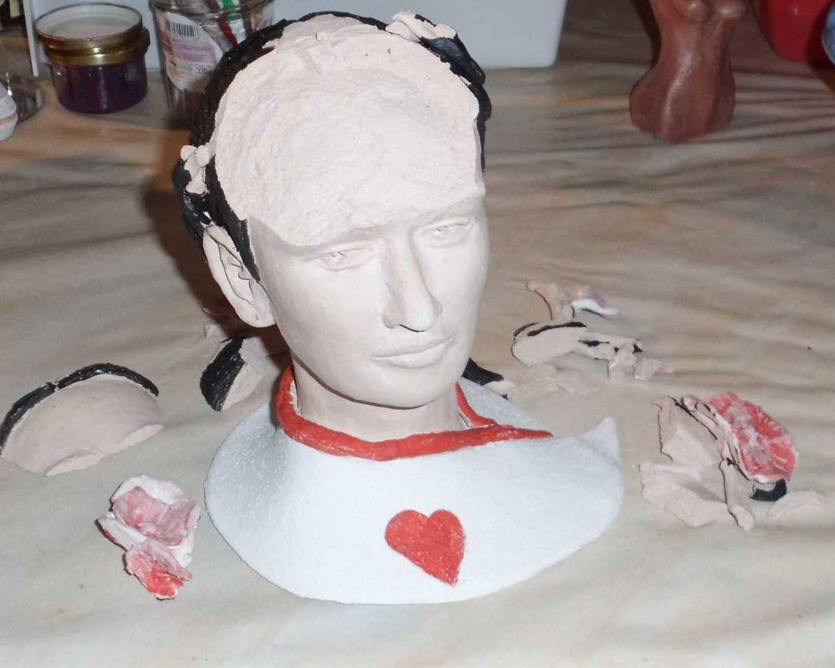 Frida décapitée ... Une bulle a fait exploser le devant de la tête ! Je réfléchis .. Pas question de l'abandonnerr