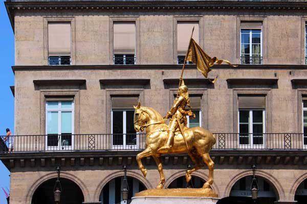 Paris, Melun, L'Isle-Adam. Entre le 7 juin et le 3 septembre 2013