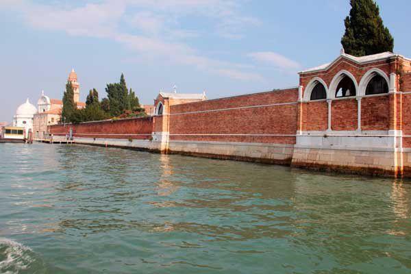 Les îles de San Michele et Murano à Venise. 25 septembre 2013