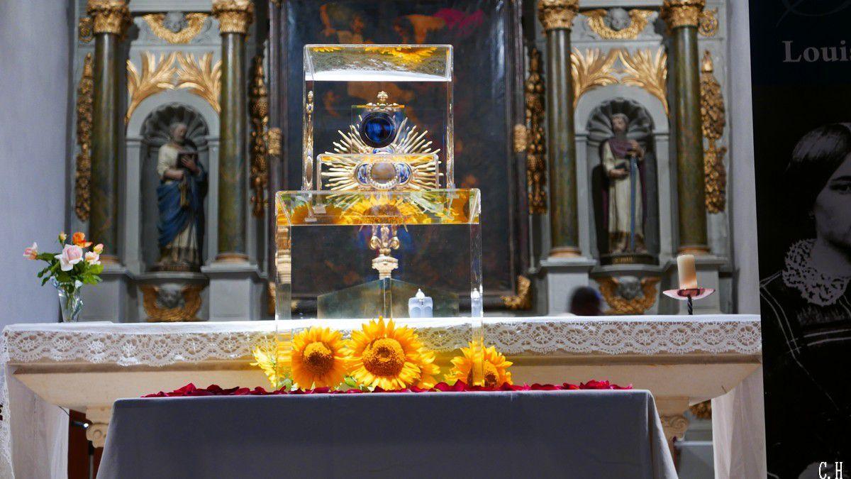 Eglise Saint Pierre: Les reliques de Louis et Zélie Martin