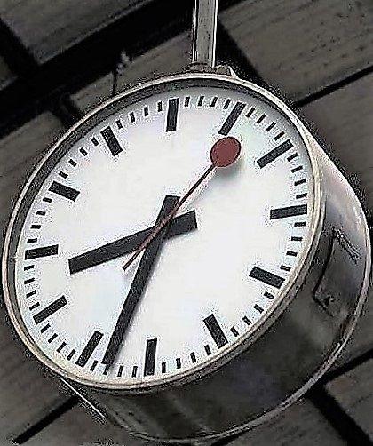De l'horloge de Gare au Réveil matin (Mondaine mini Clock)