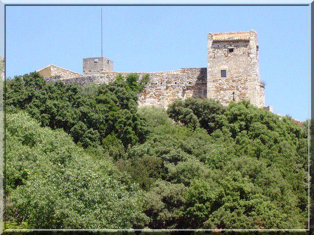 Le château du 13ème siècle se dore au soleil