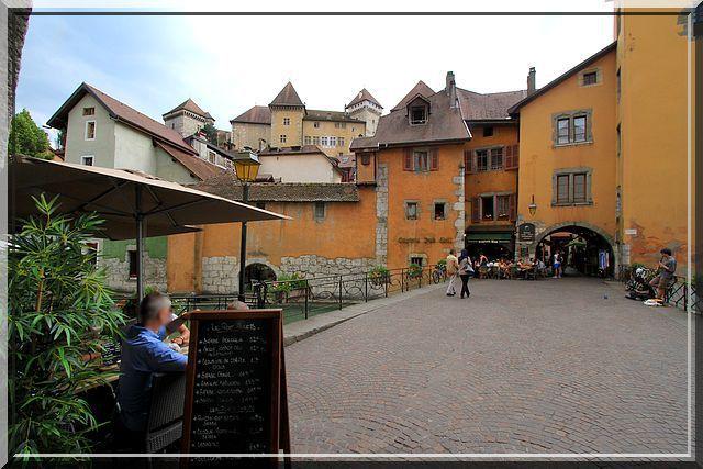 Flâner dans les ruelles piétonnes d'Annecy est un plaisir remarquable !