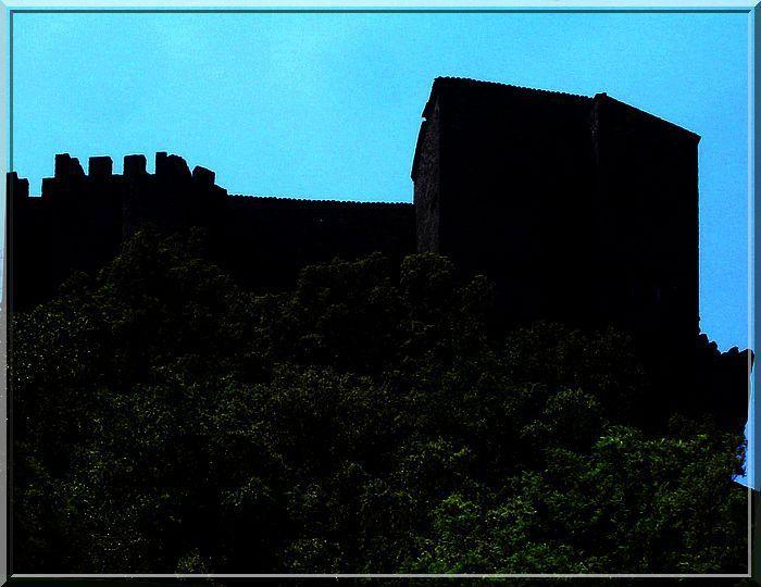 L'ombre emporte les secrets du château