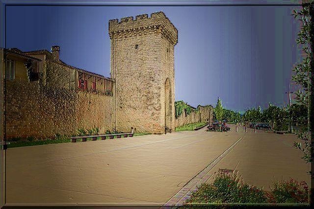 Ces fortifications médiévales colorent notre siècle
