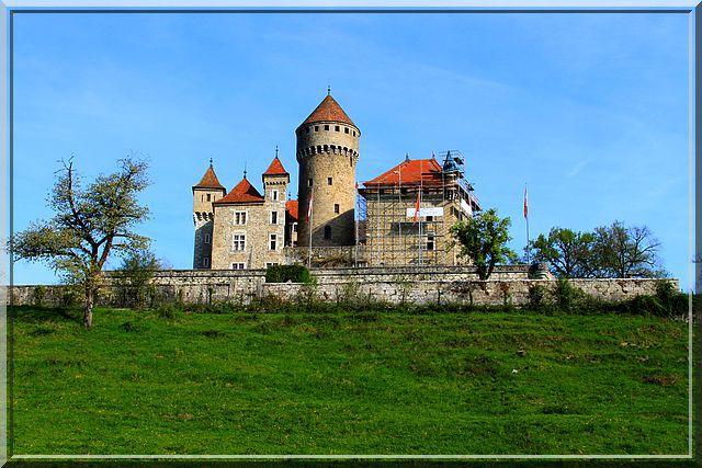 Que c'est beau un château avec une belle 'guideuse' !