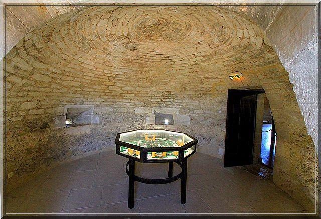 Coupole et trous défensifs sont les décors dans les tours rondes