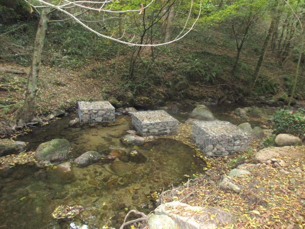Pélussin : des gabions pour franchir une rivière