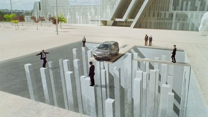 Illusion d'optique: Honda CR-V et l'impossible devient possible