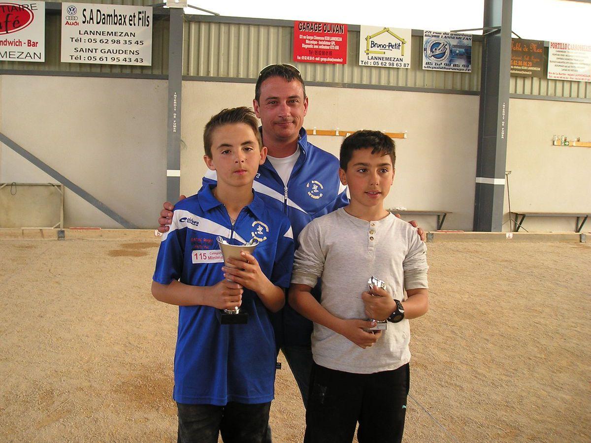 Catégorie Minimes, à gauche le Champion Bastien DUPOUY, à droite le Vice Champion Nicolas SOULIER et au centre Serge PAILLASSA