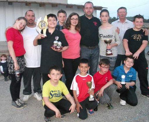 Le club de pétanque de Buzet sur Tarn a crée une école de pétanque avec pas moins de 14 jeunes licenciés en 2015.