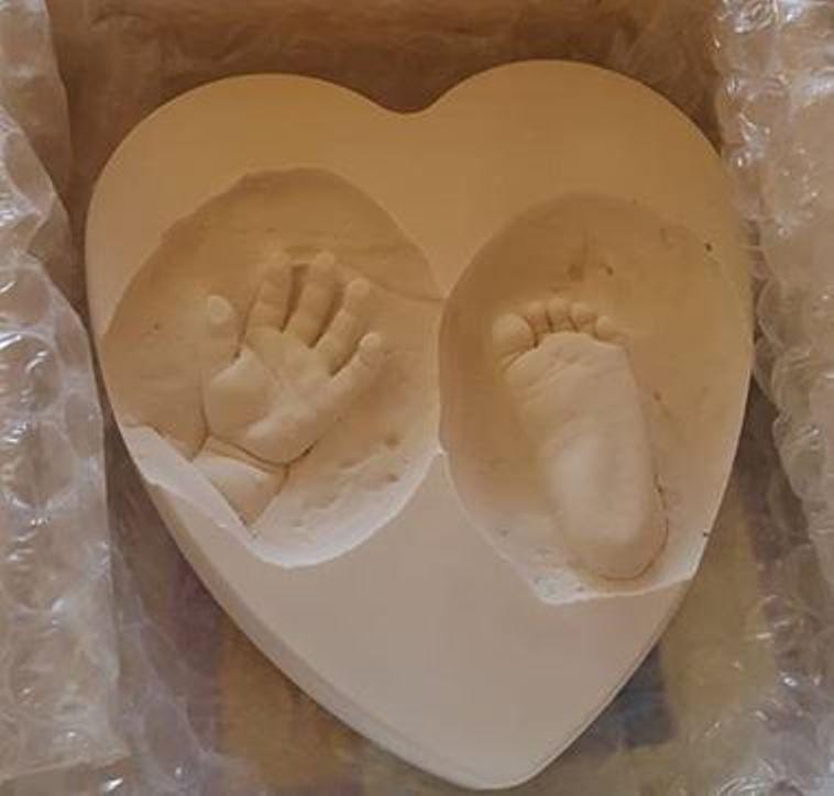 Empreinte de la main et du petit pied de Zaire réalisée juste après son décès