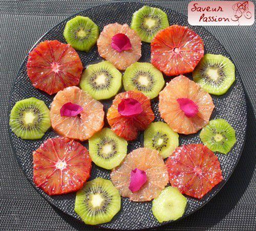 Inspiration mandala pour une salade de fruits, parfum de rose