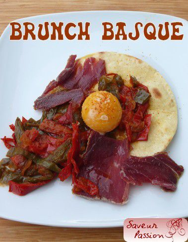 Brunch basque : taloa, piperade, Ibaïona, jaune d'oeuf
