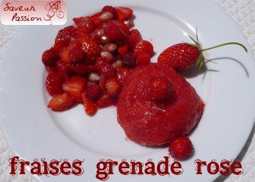 Salade de fraises et grenade au sirop de rose, sorbet fraise