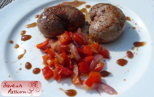 Rognons d'agneau à la mélasse de grenade, poivron et oignon rouge