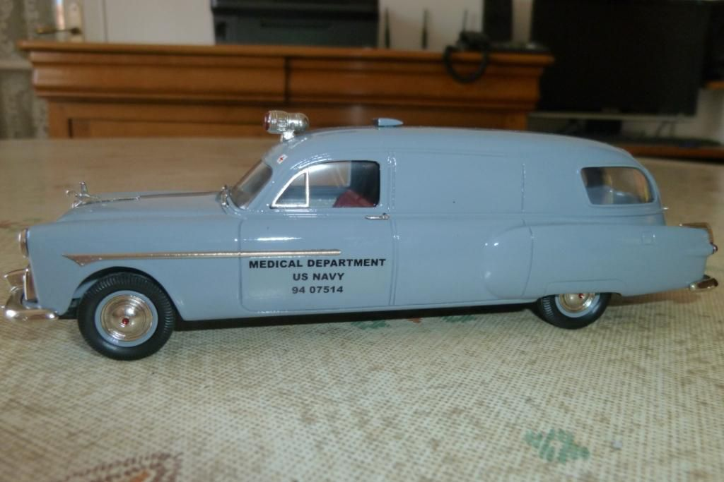 Packard Henney ambulance de l'US Navy au 1/43 (Brooklin Models)