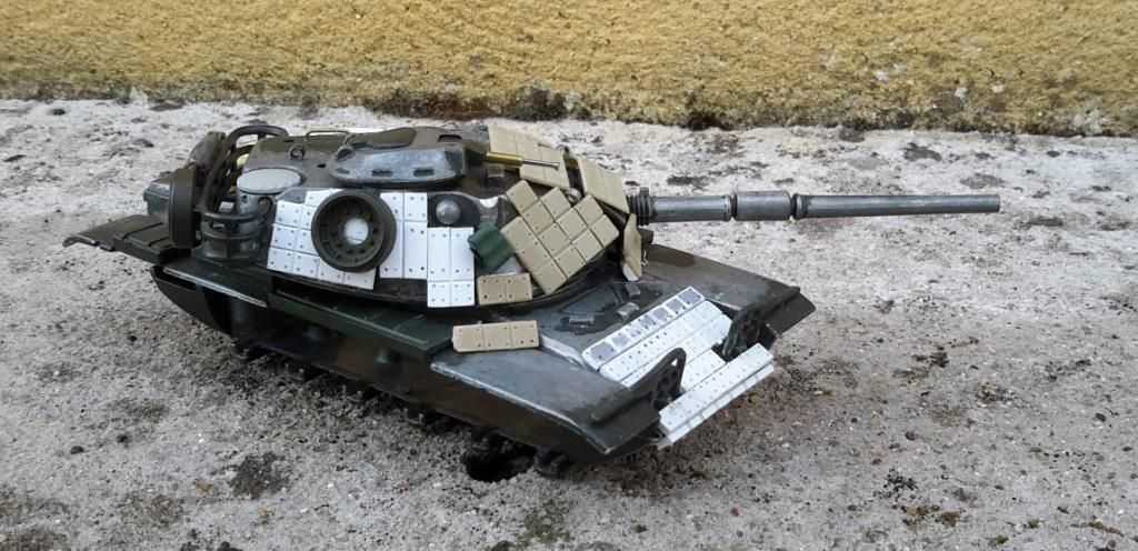 Modif : M60 reactive armor de USMC au 1/50  sur base Polistil (par Dominique)