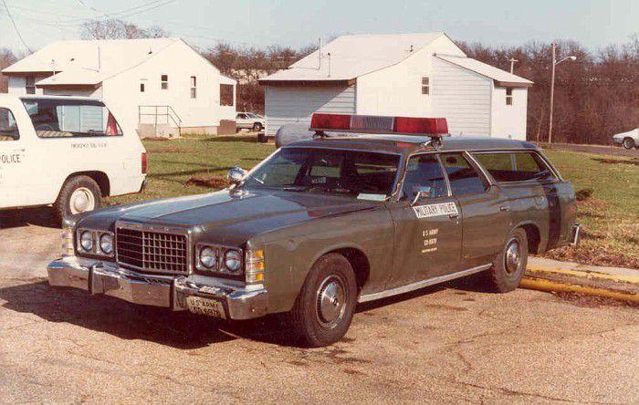 Modif : Ford Mercury police militaire (par Hervé C.)