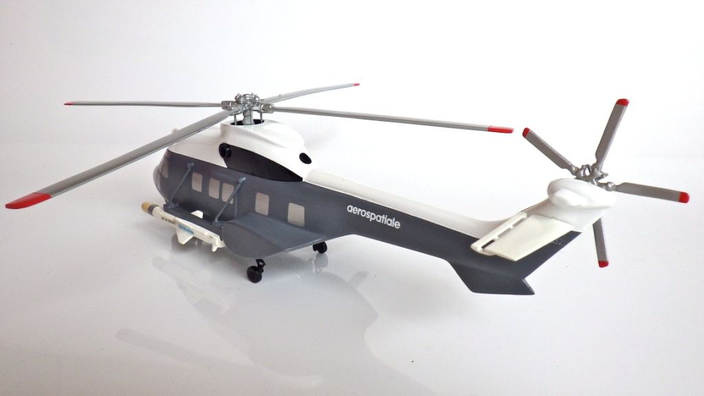 Collector : Super Puma AS 332 F au 1:50 (par Jérôme Hadacek)