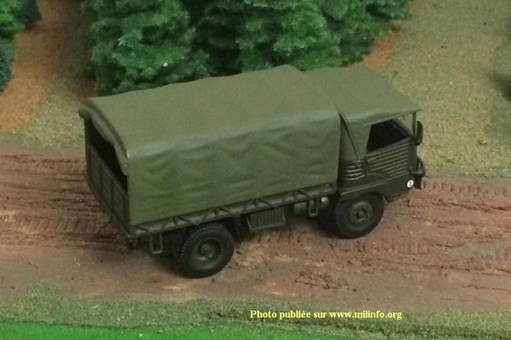 Simca cargo plateau bâché au 1/43 (Direkt Collection)