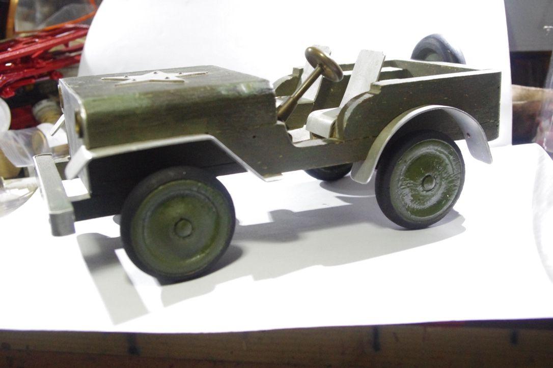 Jeep en bois... par Jérôme Hadacek (complété par Bob, Jean-Pierre B. et Fabrice)