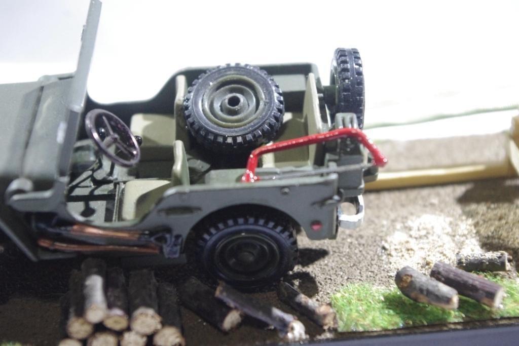 Réalisation perso : jeep scie au 1/43  (par Jean-Pierre B.)